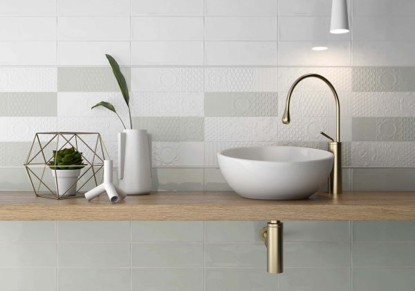 esencia_relieve_blanco_botella_roomset tiles